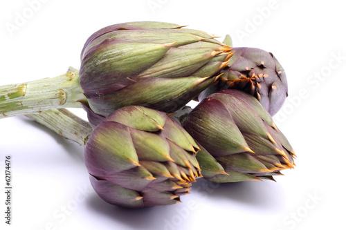 Photo Raw spiny artichokes isolated on white background