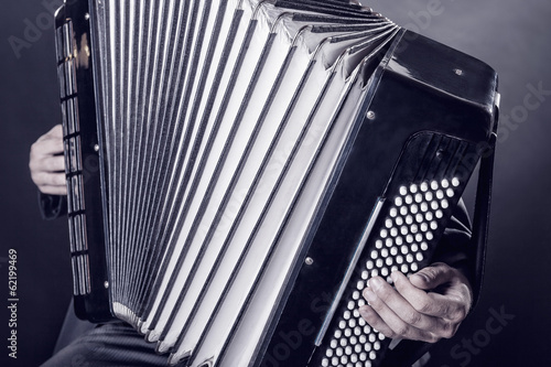 Fotografía  Playing the accordion