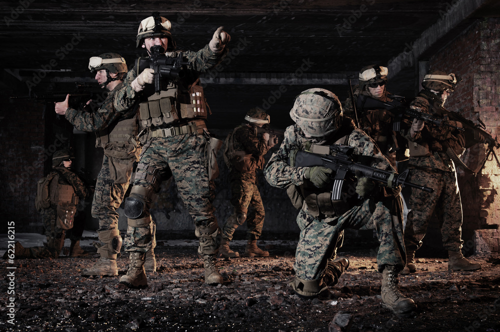 Fototapety, obrazy: U.S. Marines took a defensive position in the building.
