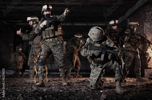 Obraz U.S. Marines took a defensive position in the building. - fototapety do salonu