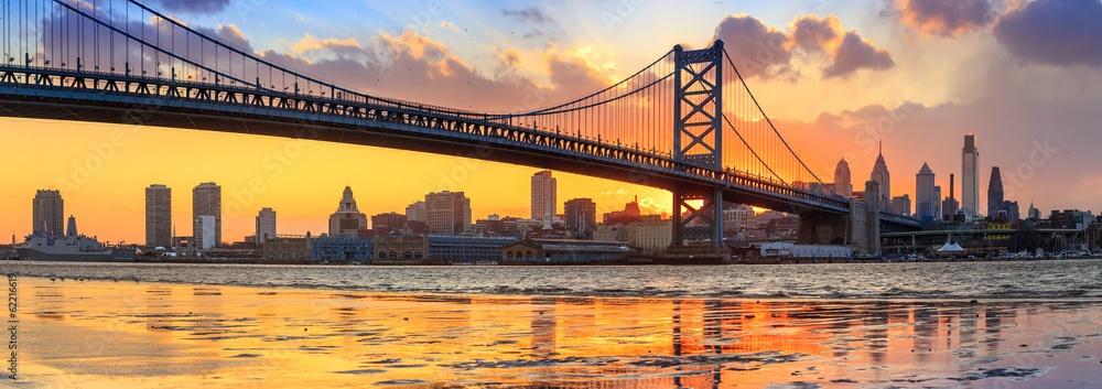 Fototapeta Panorama of Philadelphia skyline, Ben Franklin Bridge and Penn's