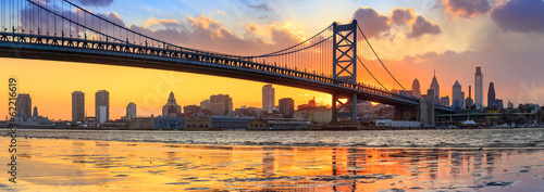 Spoed Foto op Canvas Panoramafoto s Panorama of Philadelphia skyline, Ben Franklin Bridge and Penn's