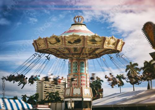 Fotografie, Obraz  spinning vintage swing ride