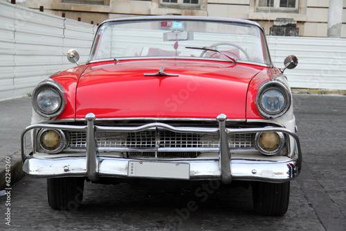 Spoed Fotobehang Centraal-Amerika Landen Red and white car in Havana