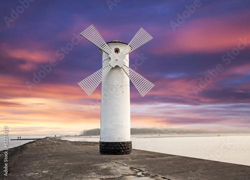 Montage in der Fensternische Leuchtturm Lighthouse windmill with dramatic sunset sky, Swinoujscie, Balti