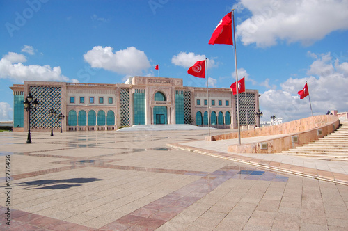 Deurstickers Tunesië The Town Hall of Tunis and its large square