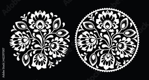 haft-ludowy-z-kwiatami-tradycyjny-polski-wzor-bialy