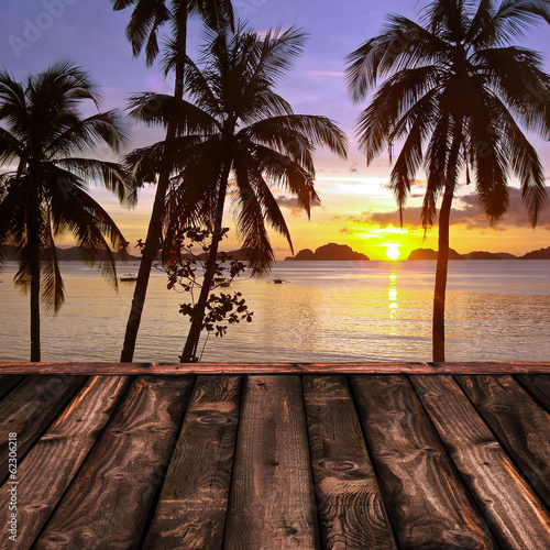 Poster Lieu connus d Asie Sunset and palm trees, The Philippines