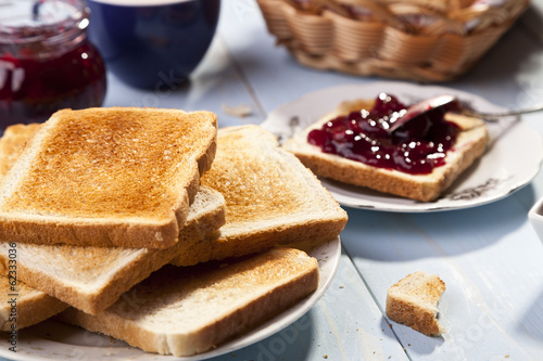 Fotografía  Breakfast with bread toast