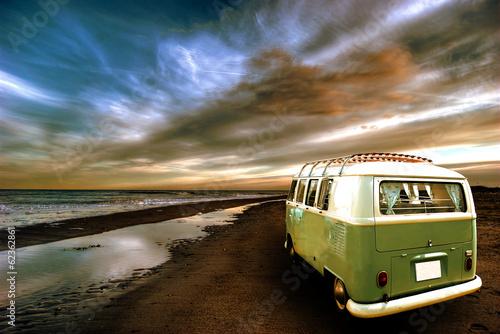Strandbild mit Bulli 1 Fotobehang