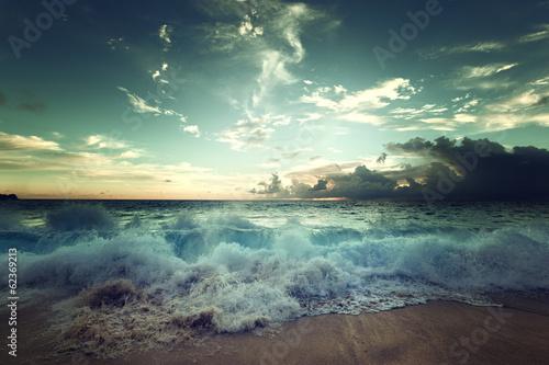 Stickers pour portes Eau sunset on Seychelles beach