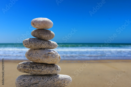 Photo Stands Stones in Sand zen balance stone on the beach 3