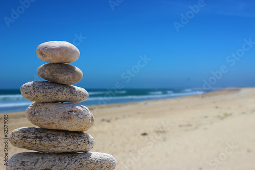 Photo Stands Stones in Sand zen balance stone on the beach 7
