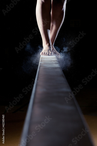 Tuinposter Gymnastiek feet of gymnast on balance beam