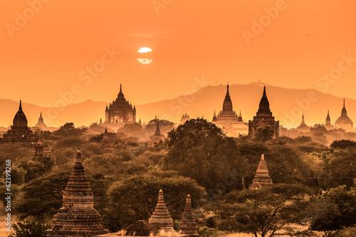 tamples-of-bagan-birma-myanmar-asia