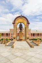 Statue Of Phra Bat Somdet Phra Poramenthra Maha Mongkut Phra Cho