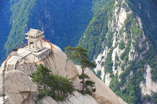 Tuinposter Xian stone pagoda built on the stone cliff at mountain huashan