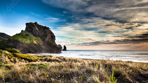 Foto op Plexiglas Nieuw Zeeland Beatiful sunset on Piha beach, New Zealand
