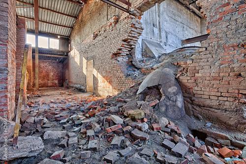 Papiers peints Les vieux bâtiments abandonnés Old, abandoned and forgotten brick factory