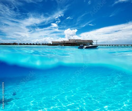 Fotobehang Turkoois Beach with white sand bottom underwater view