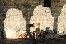 Muro Di Rustico Con Sedia