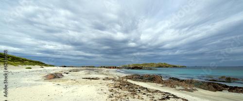 Fotografia Panorama colour image of Isle of Iona beach on a cloudy day