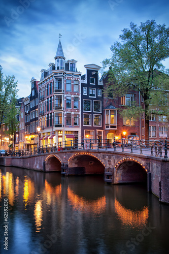 Photo sur Aluminium Amsterdam Evening in Amsterdam