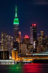 Obraz na Szkle Miasta Empire State Building on Saint Patrick's Day.