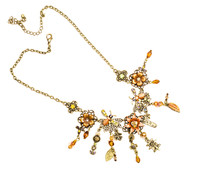 Women's Necklace With Floral Motifs