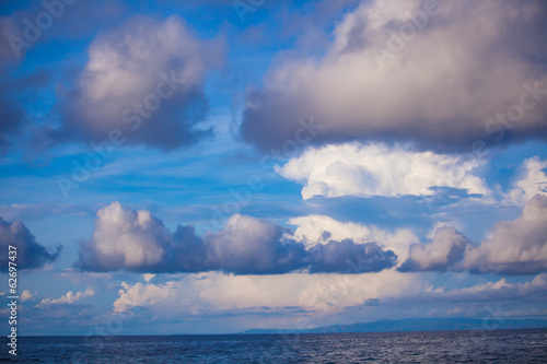 Foto op Canvas Luchtsport Blue sky with a heap, white clouds