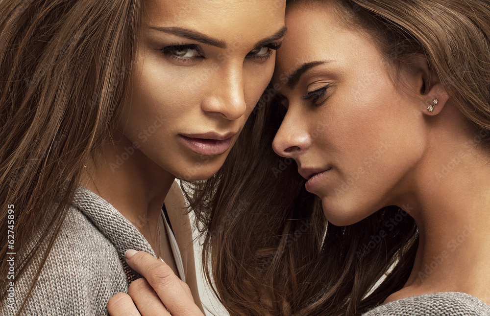 lesbické bozk zviesť