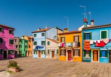 Placette Colorée Sur L'Ile De Burano à Venise