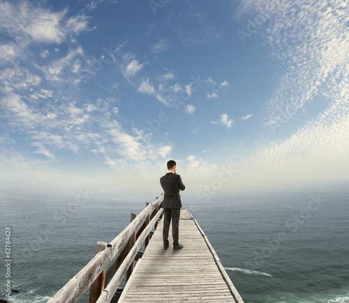 Cadres-photo bureau Lavende businessman standing on pier