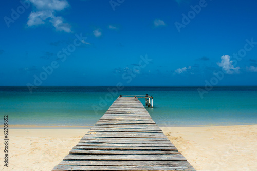 Fotografia Pier on a tropical beach - Porticciolo su spiaggia caraibica
