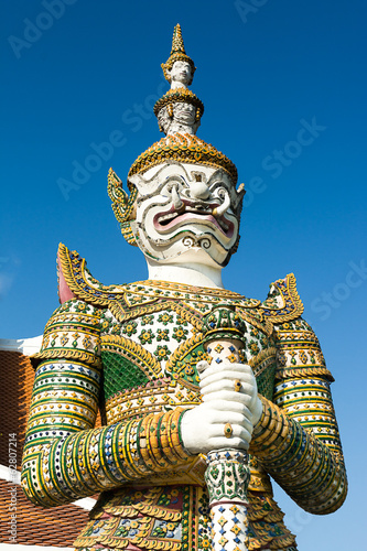 Fotografía  White giant at Wat Arun temple in Bangkok, Thailand