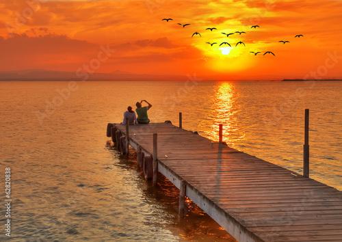 Foto auf AluDibond Pier fogografiando el amancer en el mar