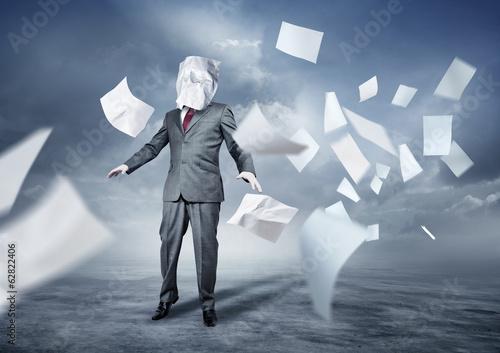 Fotografia  Lost In Paperwork