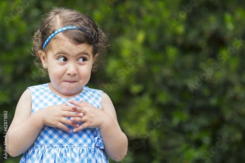 Foto mischievous girl expression