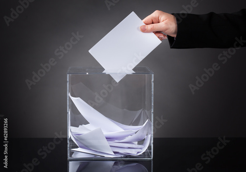 Fotografia, Obraz  Hand Putting Ballot In Box