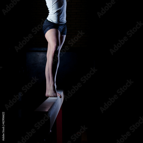 Cuadros en Lienzo female gymnast standing on balance beam