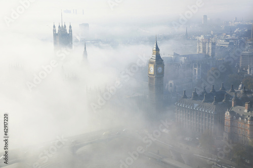 Deurstickers Londen Heavy fog hits London