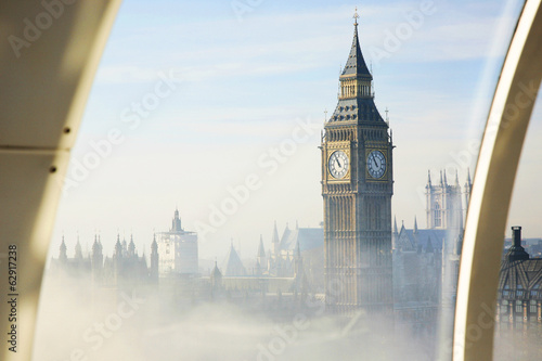 Tuinposter Londen Heavy fog hits London