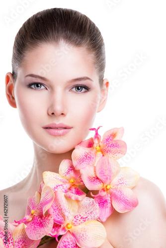 piekna-mloda-kobieta-z-zdrowa-skora