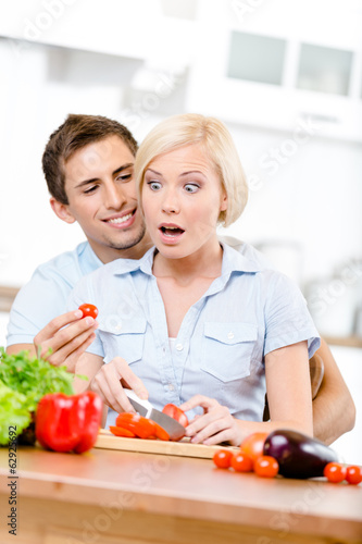 Poster Cuisine Couple preparing breakfast sitting together