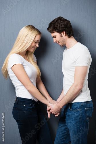 Cadres-photo bureau Artiste KB verliebtes junges paar hält händchen