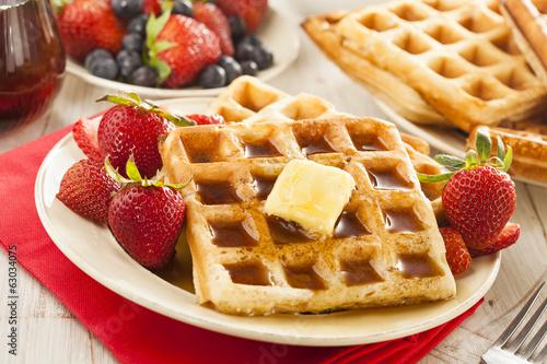 Fotografía  Homemade Belgian Waffles with Fruit