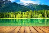 Fototapeta Scene - passerella di legno sul lago