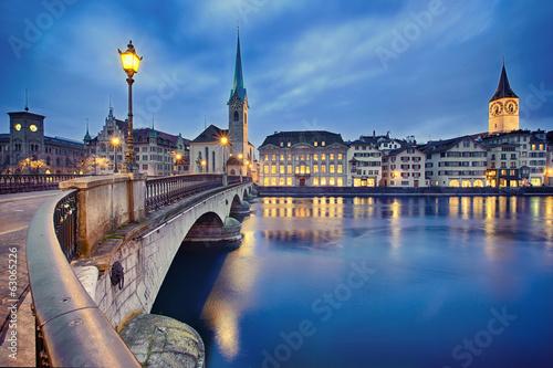 Foto auf Gartenposter Stadt am Wasser cityscape of night Zurich, Switzerland