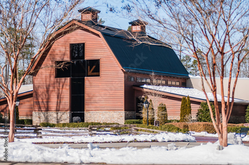 Photo  snow covered landscape at billy graham free library