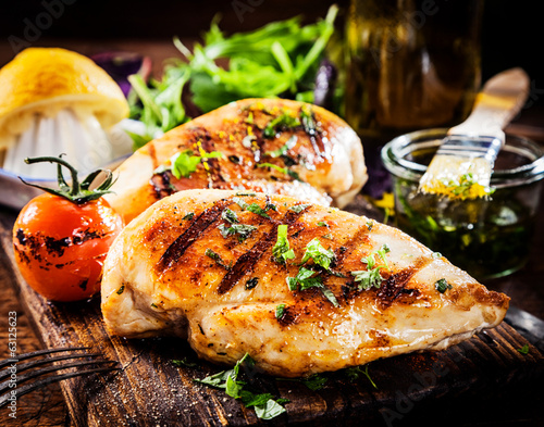 Keuken foto achterwand Kip Marinated grilled healthy chicken breasts